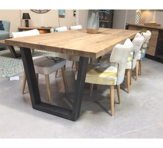 TABLE CHARLESTON